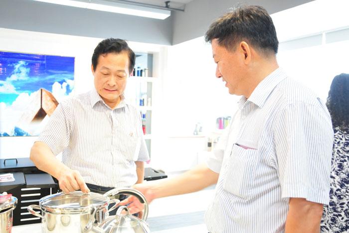 省发展研究中心副书记黄日东一行莅临调研