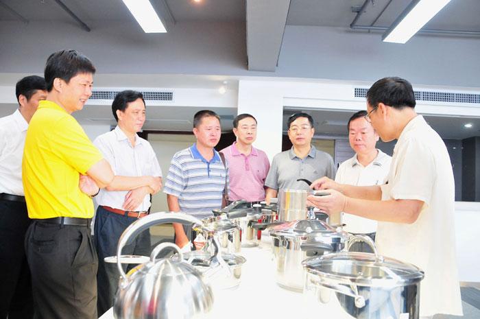 湛江市人大常委副主任高永元一行莅临参观考察